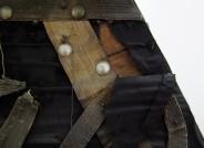 Detail der Vorderseite vor der Restaurierung, Foto: Paramentenwerkstatt der von Veltheim-Stiftung