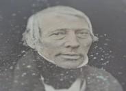 Carl Ferdinand Stelzner (1805-1894), Johann Andreas Wilhelm von Bremen, um 1850, Daguerreotypie, Detail mit blaugrünen Kupfercarbonat-Ausblühungen © MKG