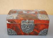 Kästchen mit gemaltem Schildpattimitat
