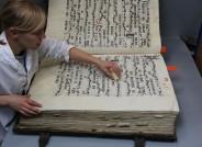 Chorbuch VIII während der Trockenreinigung, 1504, 81 x 63 cm; Naumburger Dom, (c) Vereinigte Domstifter/ CICS Cologne Institute of Conservation Sciences / Foto: Robert Fuchs