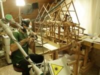 Im Atelier der Firma Püschner wird ein Teil des 6,5m langen, stark belasteten Feldgestängemodells mit dem Laser gereinigt. Foto: Hendrik Naumann