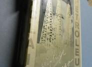 Fester Einband mit einem von John Heartfield gestalteten Schutzumschlag und einem Lesezeichnen in Form eines Feigenblattes, Upton Sinclair: Petroleum, Malik-Verlag, Berlin, 1927, Akademie der Künste, Berlin