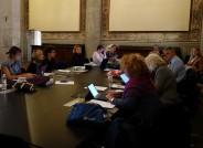 Besprechung des internationalen Teams während einer Konferenz in Lucca/Italien; Foto: Maria Tischner
