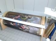 Aktuelle Lagerung der Leinwand auf zwei Rollen in der Restaurierungswerkstatt (2) © Landesmuseum für Kunst und Kulturgeschichte Oldenburg / Fotos: Sven Adelaide