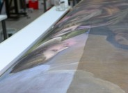 Zustand nach partieller Firnisabnahme und Oberflächenreinigung (links) © Landesmuseum für Kunst und Kulturgeschichte Oldenburg / Fotos: Sven Adelaide