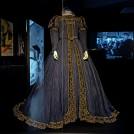 """Kostüm: Hofkleid der schottischen Königin Maria Stuart aus dem Film """"Das Herz der Königin"""" von 1940"""