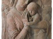 Donatello, Madonna und Kind mit vier Cherubim, um 1440/45, Keramik, ursprünglich gefasst, Zustand 2017 © Staatliche Museen zu Berlin, Skulpturensammlung und Museum für Byzantinische Kunst / G. Kunze