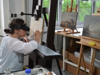 Restauratorin Silke Tham bei der Restaurierung der Katastrophenbilder Kobells