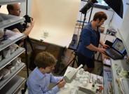 Angehende Museologen erfassen jedes Stück in einer Datenbank, Foto: TopPress, Friedhelm Berger