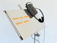 Blick auf das Radiokunstobjekt Notenständer mit Walkman der Künstler Concha Jerez und José Iges im Museum Weserburg in Bremen, Foto: Daniel Priel für VolkswagenStiftung,