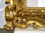Endzustand: Die fehlenden Ornamente wurden nachgeschnitzt und angesetzt (siehe Detailabbildung links). Ergänzungen und Fehlstellen wurden neugefaßt bzw. retuschiert. © Foto: Iris Schönfelder, Berlin, 2017